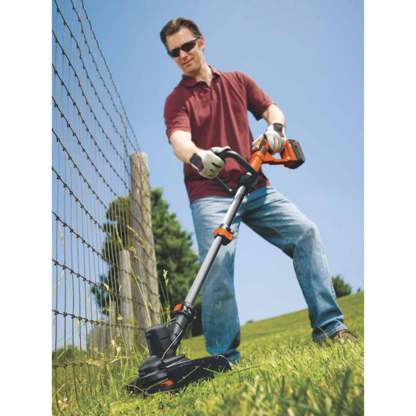 Black & Decker 40V MAX 13 In. Lithium Ion Straight Cordless String Trimmer Image 2